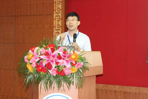 经理尤永君先生做白羽肉鸡疾病流行动态与防控策略的报告