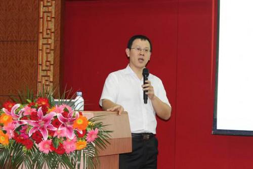 诊断中心副主任沈元先生做疫病检测如何为家禽养殖提供服务的报告