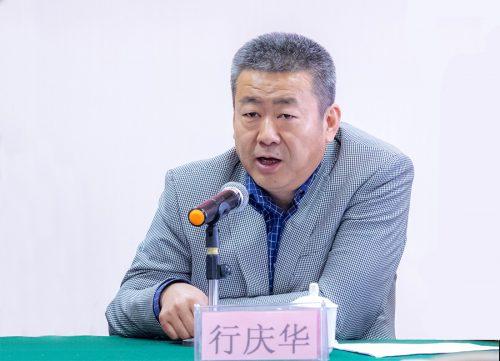 (新疆畜牧厅兽医局局长行庆华致词)