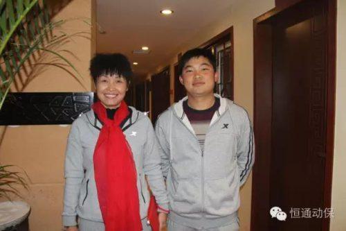 云南宣威赵俊欢(右一)、云南建水普秀娟学员